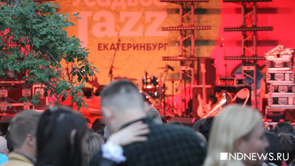 Теплая погода, зажигательные ритмы и легендарный «Аукцион» собрали тысячи уральцев на «Усадьбе Jazz» (ФОТО)