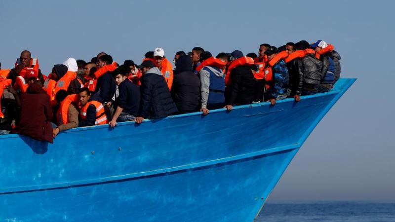 Мигранты, заблокированные накорабле витальянском порту, объявили голодовку