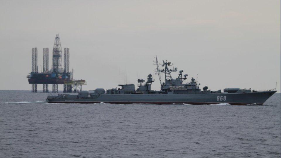 Нафтогаз показал и жалобно прокомментировал надёжно охраняемую крымскую газовую платформу