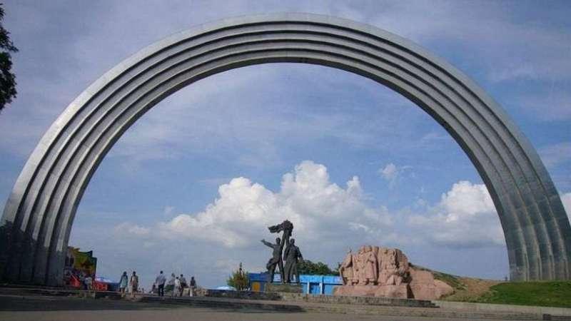 В Киеве отказались сносить памятник воссоединению Украины с Россией