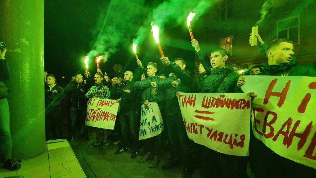 Запад приступил к усмирению Порошенко и Тимошенко по «формуле Штайнмайера»