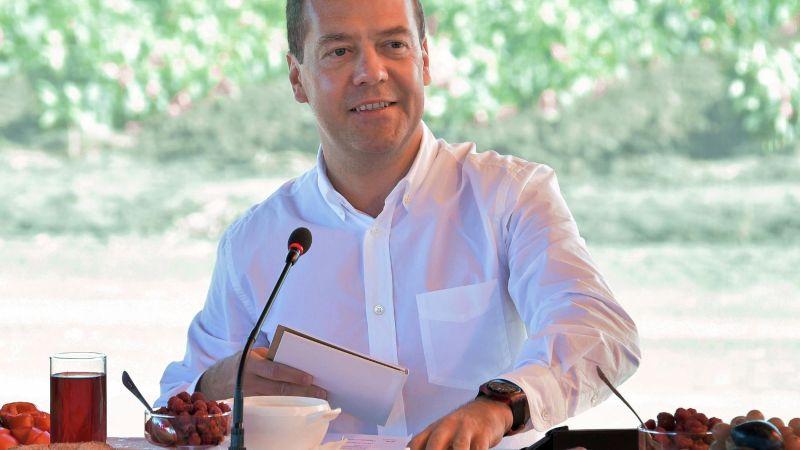 Экс-президент Медведев пожалел Владимира Зеленского