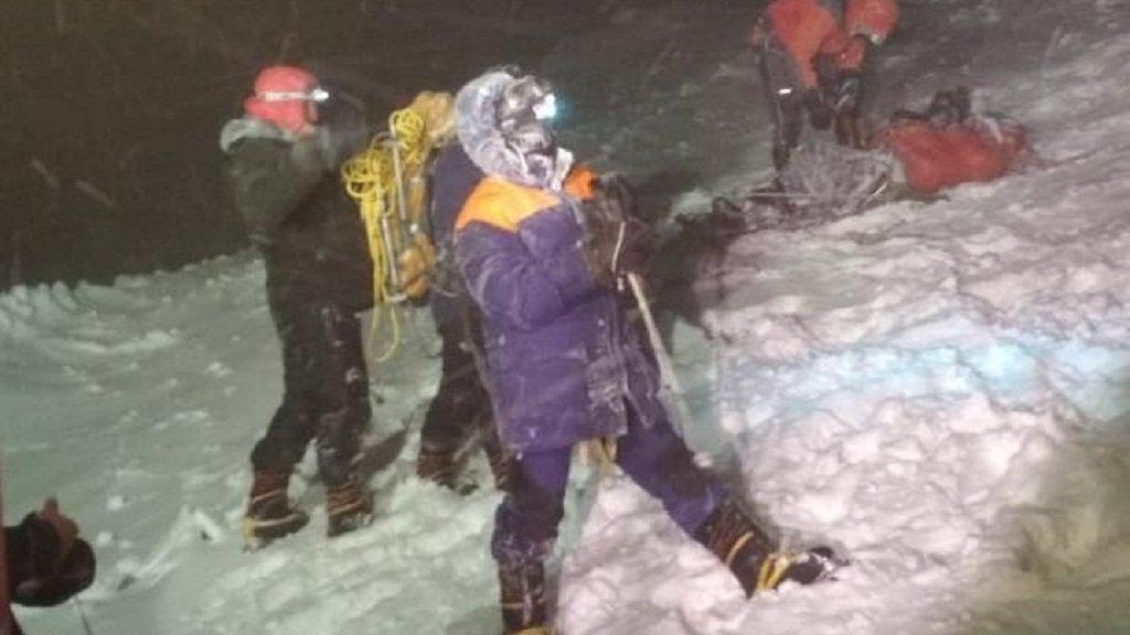 Пятеро альпинистов погибли на Эльбрусе в метель, еще 14 спасены