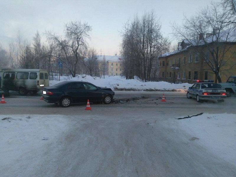 После ДТП синомаркой «ГАЗель» с сотрудниками загорелась вНовоуральске