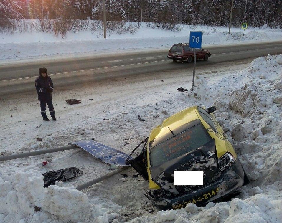 Под Нижними Сергами перевернулось такси изЧелябинска: пострадали четверо