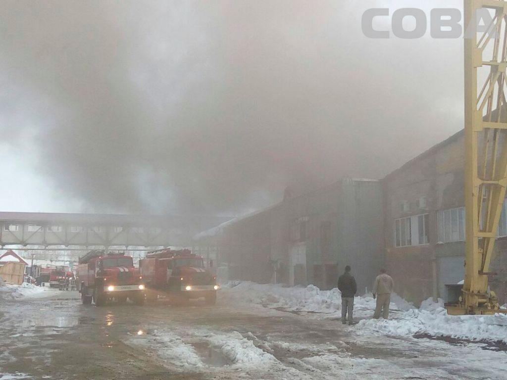 Наскладе Екатеринбурга произошёл пожар наплощади 800 квадратных метров