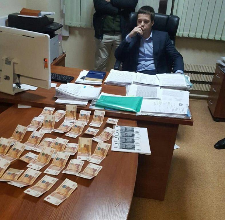 Боссу департамента рекламы МУГИСО Разунину разрешили покидать квартиру