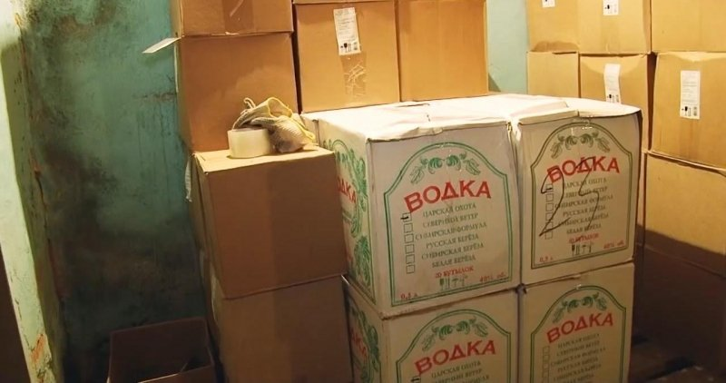 Свердловские полицейские накрыли склад контрафактного алкоголя сэлитным виски иконьяком