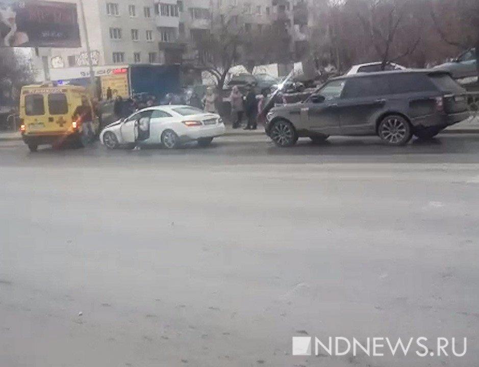 ВЕкатеринбурге начинающая водительница набелом Mercedes сбила школьника