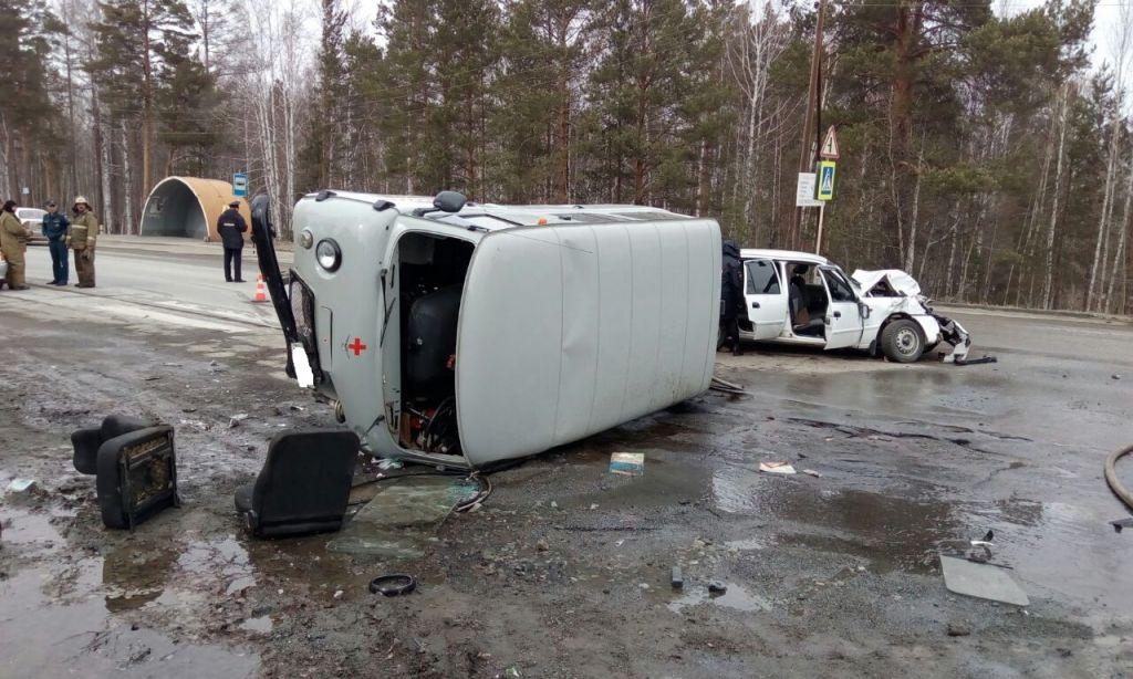 Шесть человек пострадали влобовом столкновении Дэу иУАЗа вСвердловской области