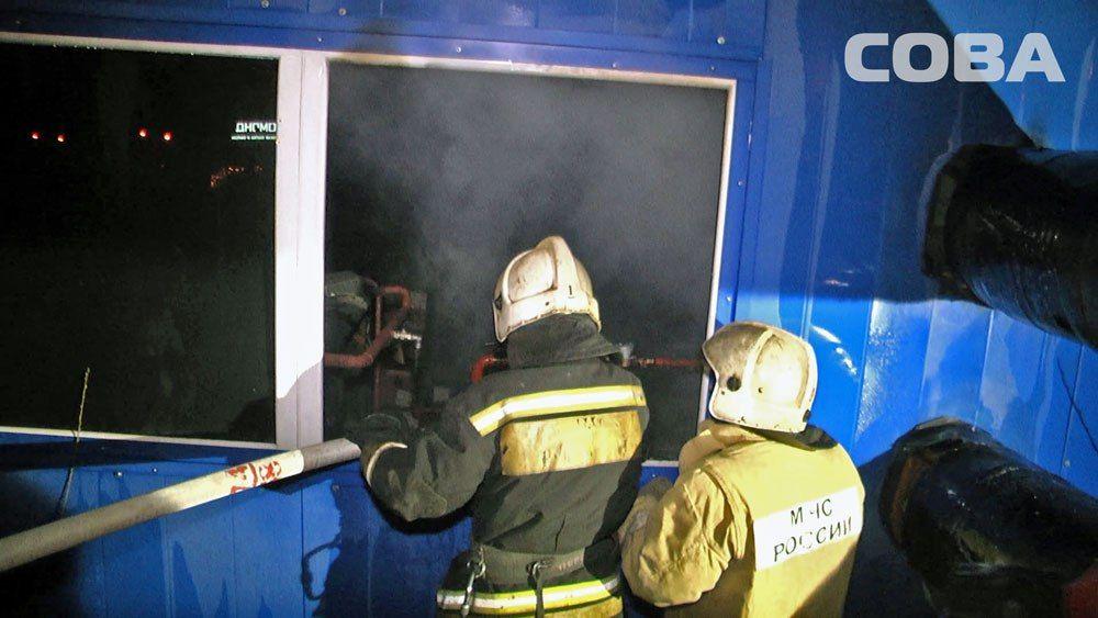 ВЕкатеринбурге семь машин тушили котельную назаправке «Лукойл»