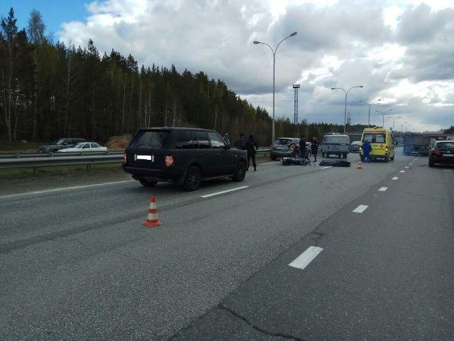 НаМосковском тракте, «собрав» надороге две иномарки, умер мотоциклист