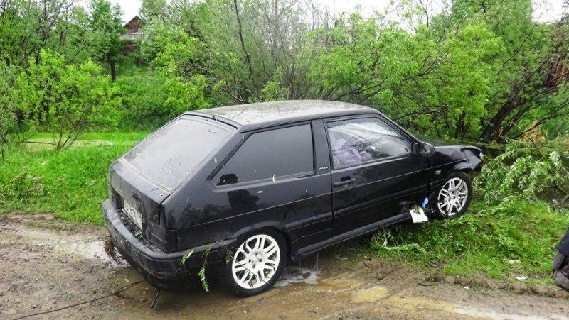 НаУрале шофёр ВАЗ сбил пенсионерку исбросил еевреку