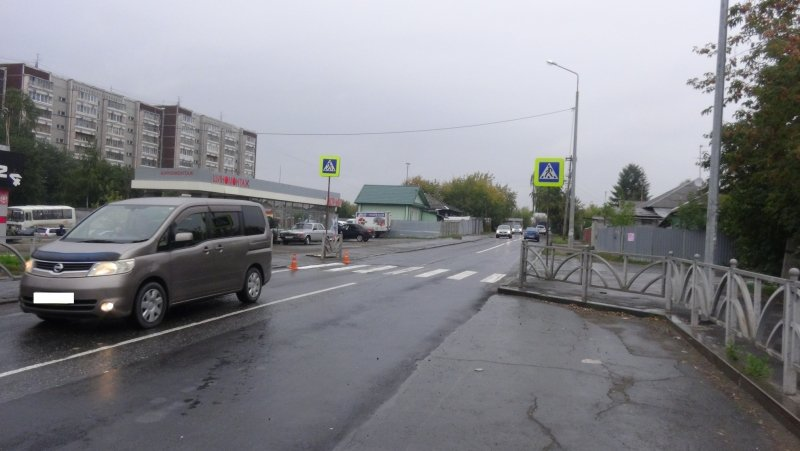 ВЕкатеринбурге наВолгоградской фургон сбил 2-х девушек