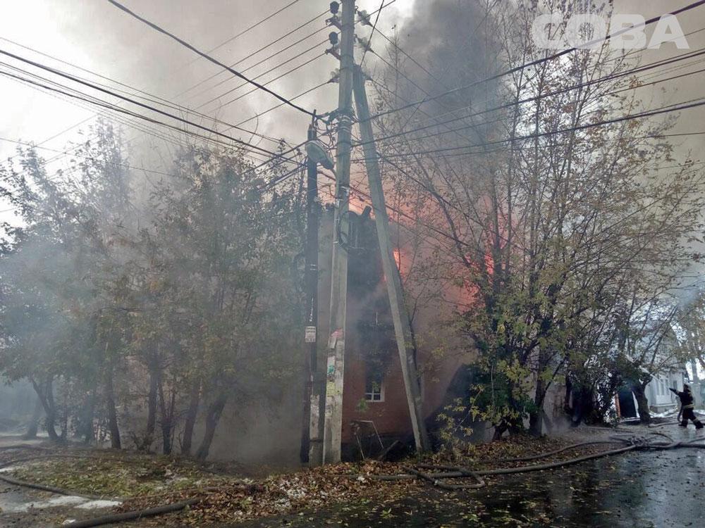 ВЕкатеринбурге из-за сильного пожара эвакуировали постояльцев пансионата наЛяпустина