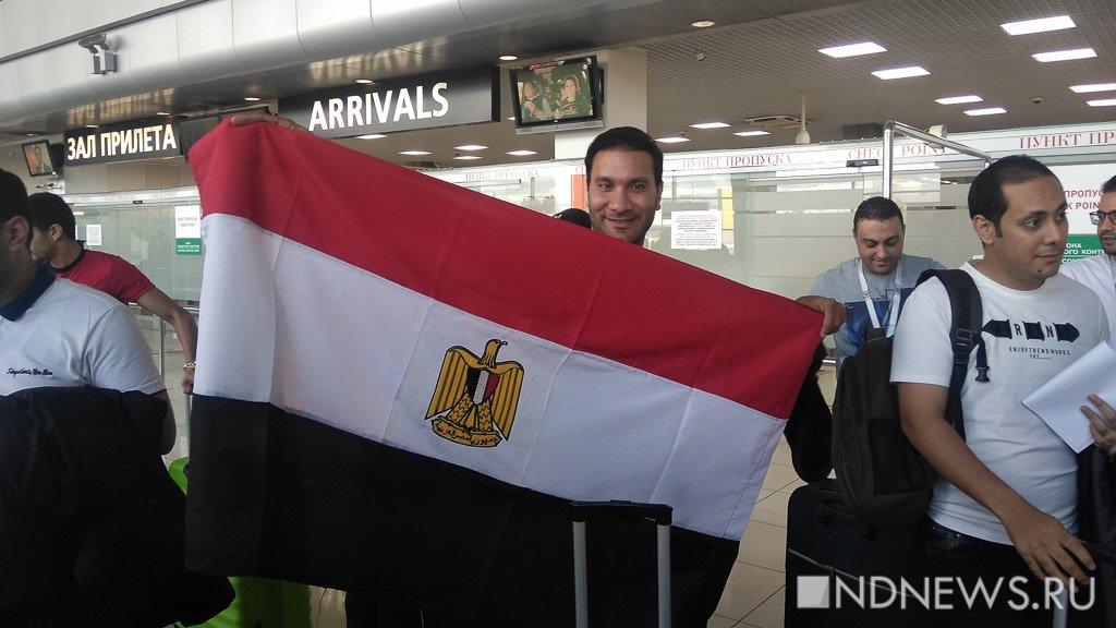 Сегодня в Кольцово прибыл прямой рейс из Каира с футбольными фанатами (ФОТО, ВИДЕО)