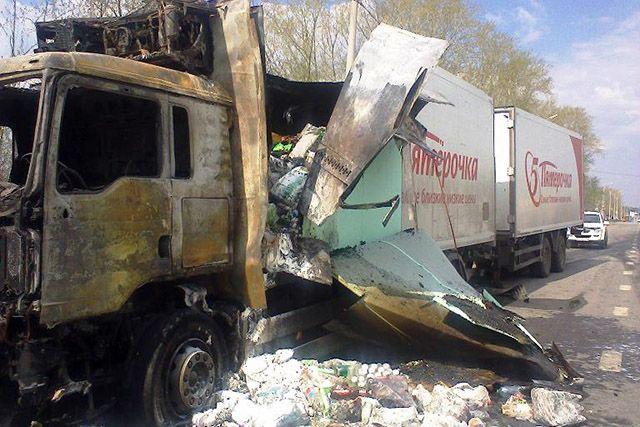 Навыезде изЧелябинска зажегся фургон спродуктами