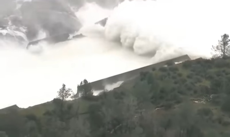 ВКалифорнии объявлена эвакуация жителей из-за угрозы прорыва плотины