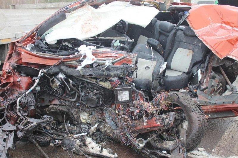 Шофёр иномарки умер вавтокатастрофе под Сургутом