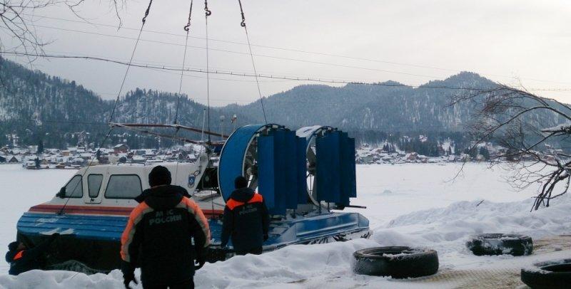 Вертолет рухнул вглубоководное озеро наАлтае, погибли люди