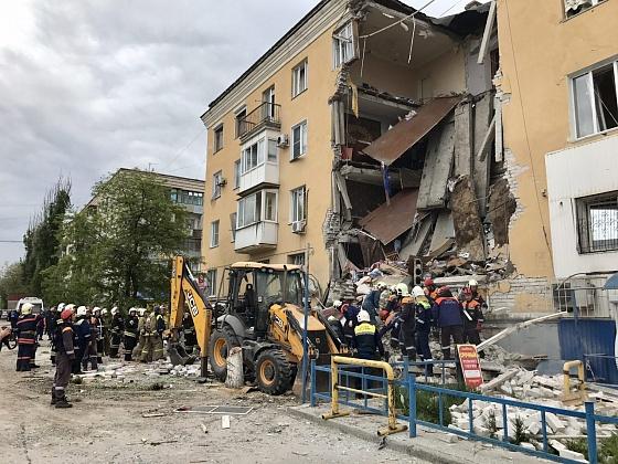 Завалы наместе взрыва дома вВолгограде разбирают неменее 400 человек