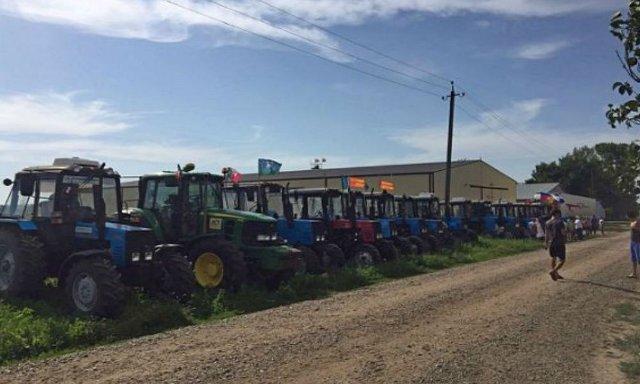 Задержание участников тракторного пробега в столицу России