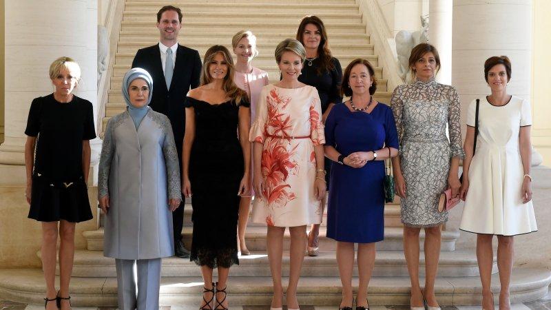 Собственный среди своих: супруг премьера Люксембурга блеснул наснимке первых леди