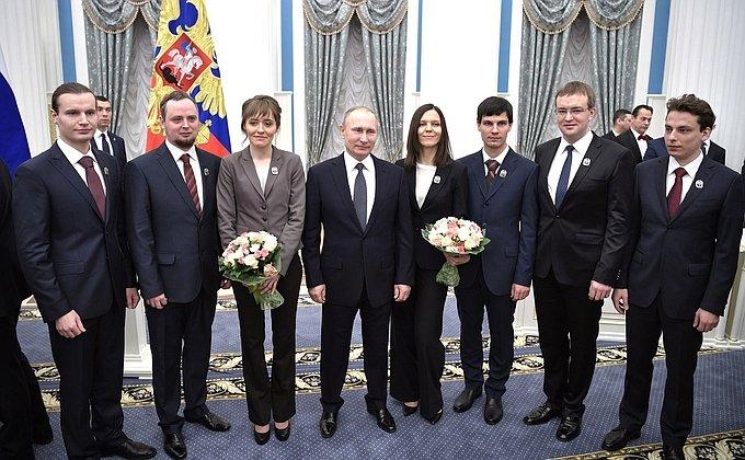 Владимир Путин присудил президентскую премию молодым ученым за2016 год