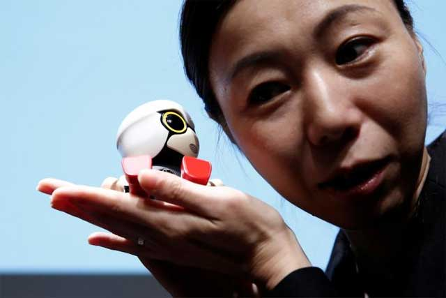 Миниатюрный робот-помощник Тойота Kirobo Мини