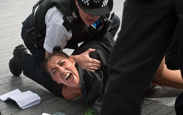 ����� ������: ���������� FEMEN ����� ������ ������ ������ ��������� � ������� (����)