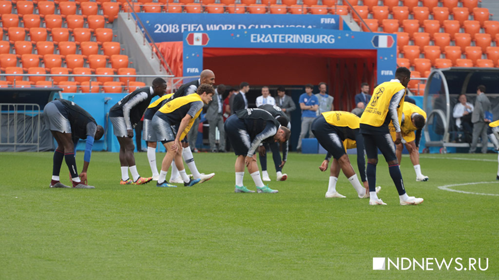 Звезды сборной Франции провели тренировку на поле «ЕКатеринбург Арены» (ФОТО)