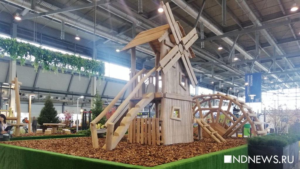 По зрелищности – не «Иннопром»: на 100+TechnoBuild показывают детские площадки, фонари и машины (ФОТО)