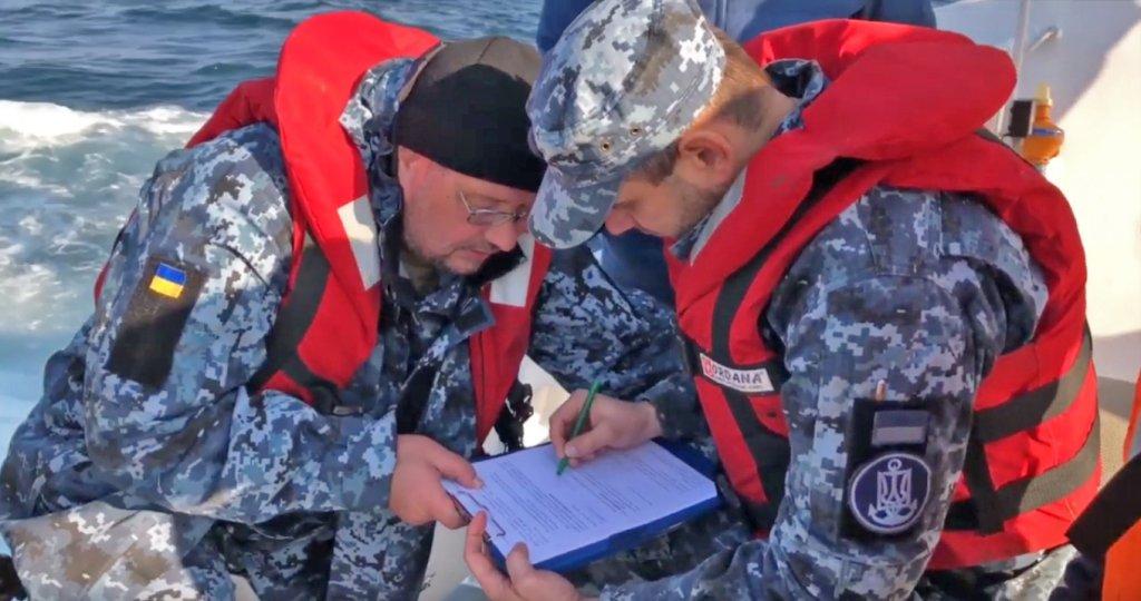 Унитазы украли по дороге: ФСБ опубликовала видео передачи «разграбленных» судов Украине