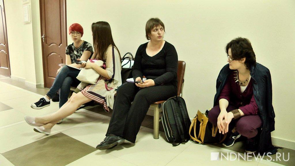 Протоколы по феминисткам, задержанным за пикеты у храмов, вернули в полицию из-за нарушений (ВИДЕО)
