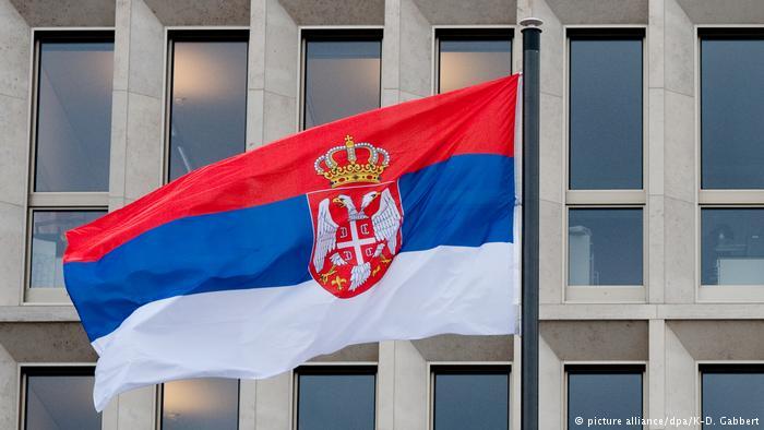 Бензопила как аргумент недовольных: что происходит в Сербии