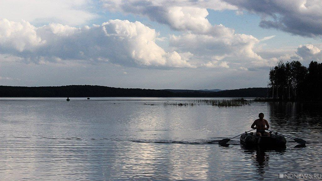 Берег Увильдов завалили мусором – чиновники заявляют, что так везде