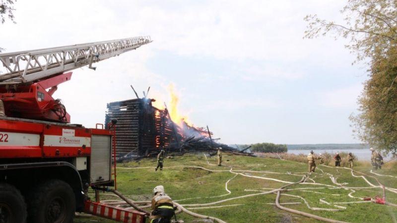 В Кондопоге огонь уничтожил старинную церковь с герба города