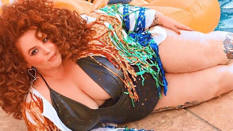 На обложке модного журнала появилась 150-килограммовая модель в купальнике