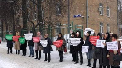 Зюзино не сдается: москвичи жители решили обнять роддом
