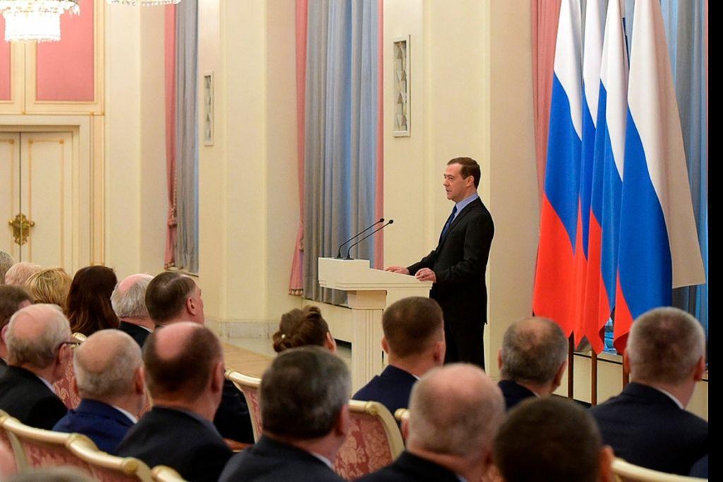 Новый День: Дмитрий Медведев вручил премию создателям подвижного разведывательного пункта ''Аргус'' (ФОТО)
