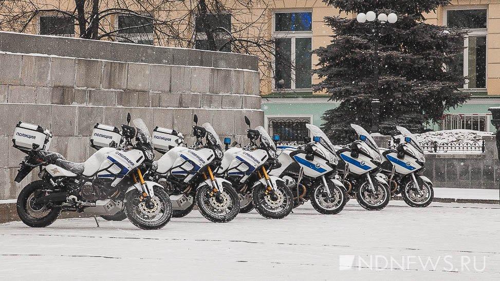Новый День: Прости нам беззаконие наше, – 239 автомобилей для полицейских освятили на площади 1905 года (ФОТО, ВИДЕО)
