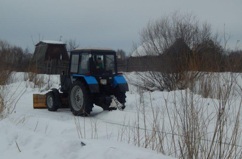 Новый День: На свердловских реках начали пилить лед (ФОТО)