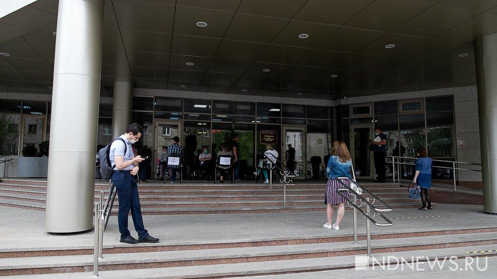 Новый День: Стулья не двигать! – посетители арбитража выстроились в очередь на улице (ФОТО)
